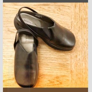 JUMPING JACKS CLOGS, leather upper. NEW